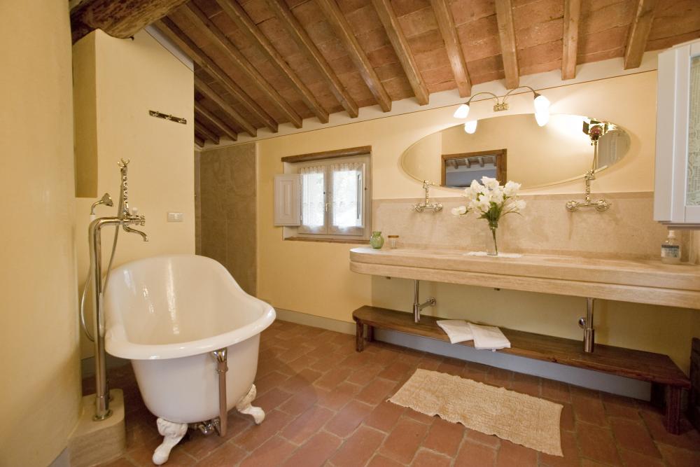 Borgo bei castiglion fiorentino vivere la maremma for Interni di casali ristrutturati