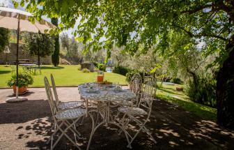 Bio-Agriturismo bei Castiglion Fiorentino - Sitzplatz im Garten